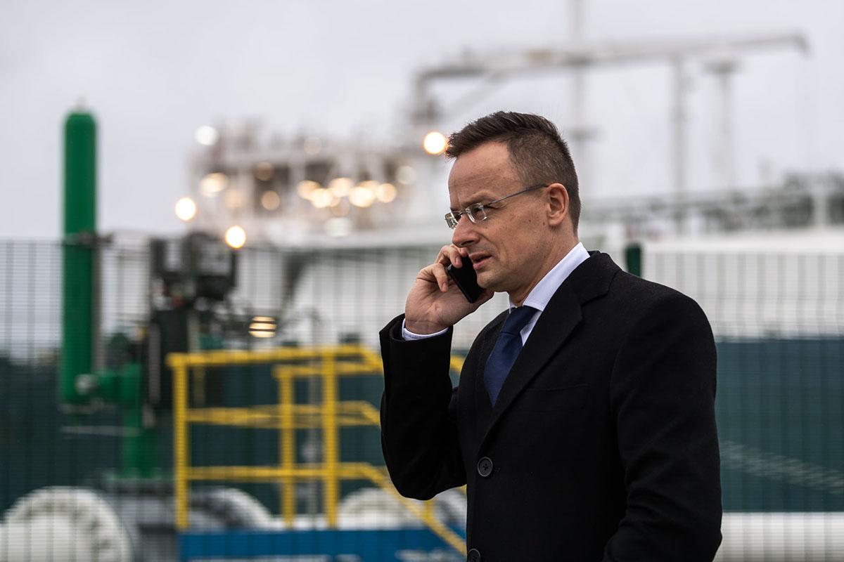 Szijjártó: ötmillió adag oltóanyagot vásárol Magyarország a kínai Sinopharm vállalattól