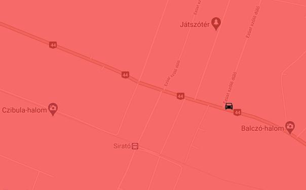 Árokba hajtott egy autó a 44-es főúton