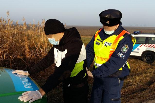 Hat határsértőt fogtak el a rendőrök Kevermes közelében
