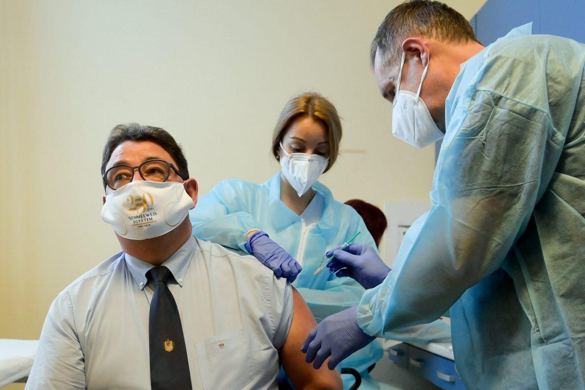 Merkely: az a jó vakcina, amit már megkaptunk