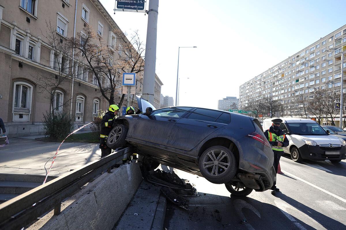 Életveszélyesen megsérült egy motoros Budapesten