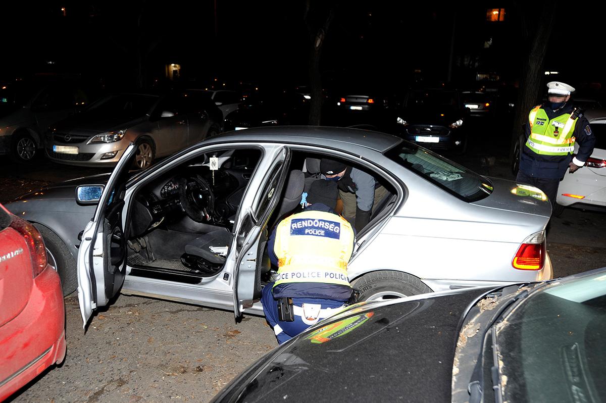 Több kerületen át üldöztek egy autóst a rendőrök Budapesten