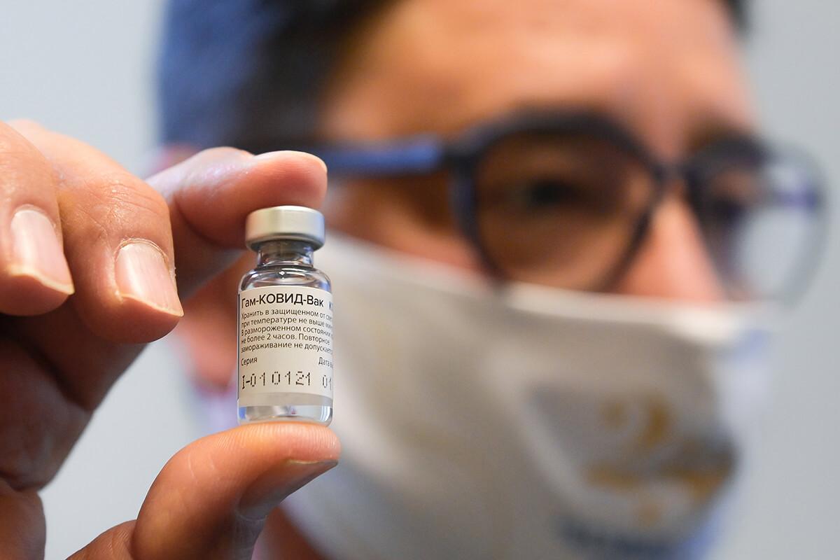 Szijjártó: útnak indítottak százezer adag Szputnyik vakcinát Magyarországra