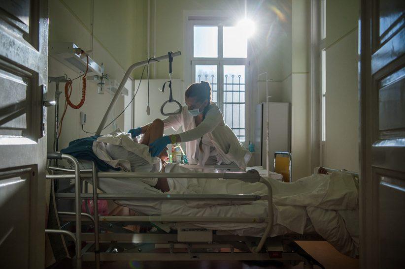 KOSSUTH Zsuzsanna, ápoló, kórház