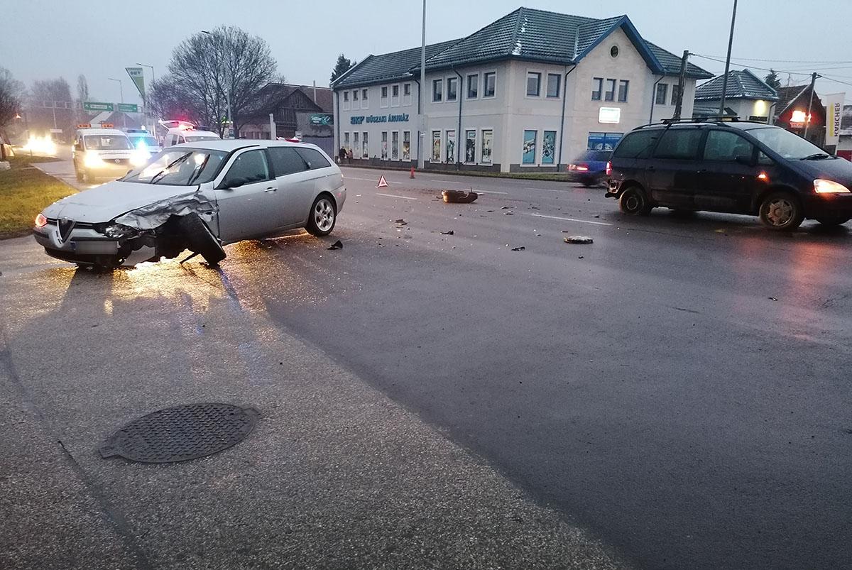 Két autó ütközött Békéscsabán a Szarvasi úton