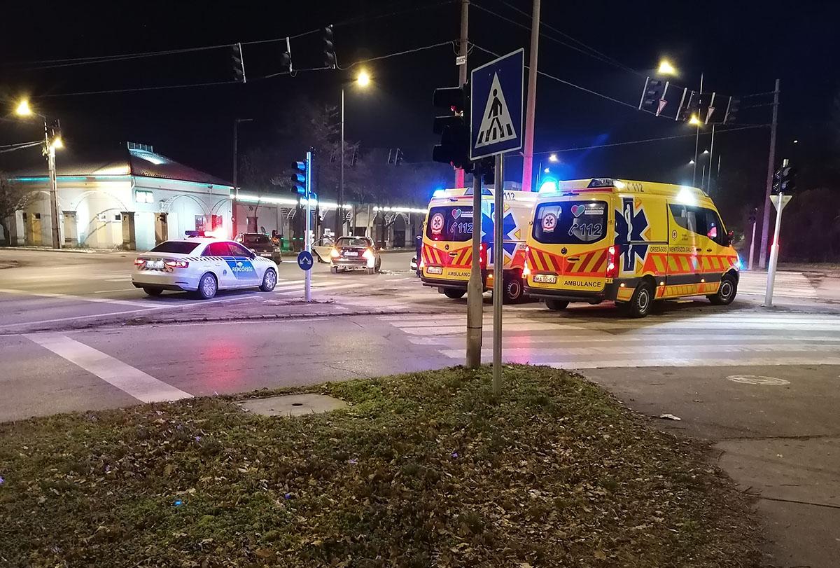 Két személyautó ütközött össze vasárnap este Békéscsabán