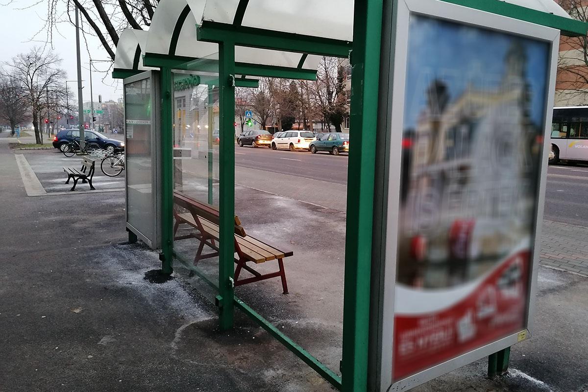 Több buszvárót megrongáltak Békéscsabán, a rendőrség nyomoz