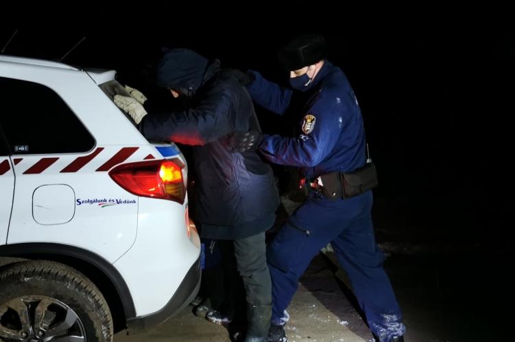 Két határsértőt fogtak el a rendőrök Lőkösháza külterületén
