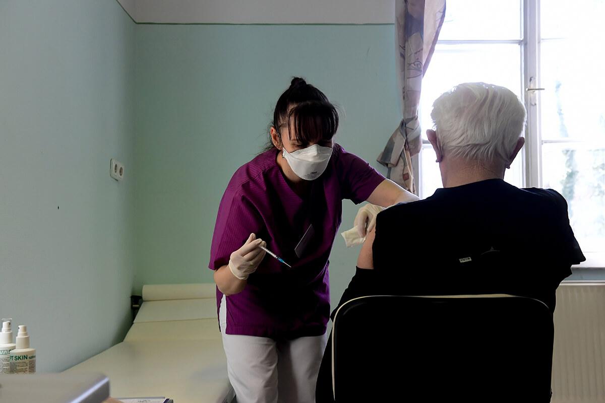 Hivatalosan is kijelölték a hétvégéket oltásra a háziorvosoknak