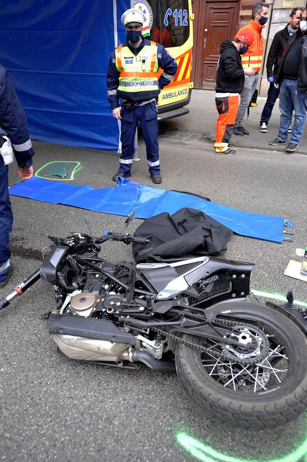 Mentővel ütközött és meghalt egy motoros Erzsébetvárosban