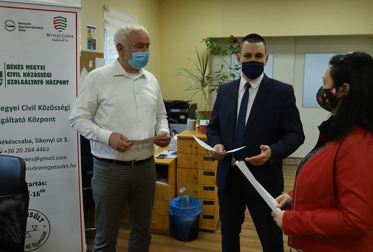 Igény esetén a Civil Központ segít a regisztrációban