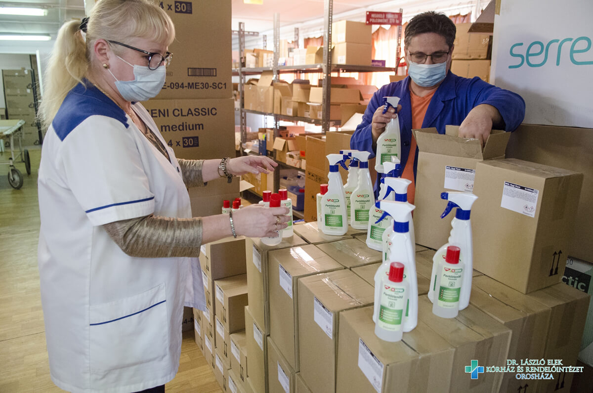Fertőtlenítőszereket adományozott a MOL Orosházán