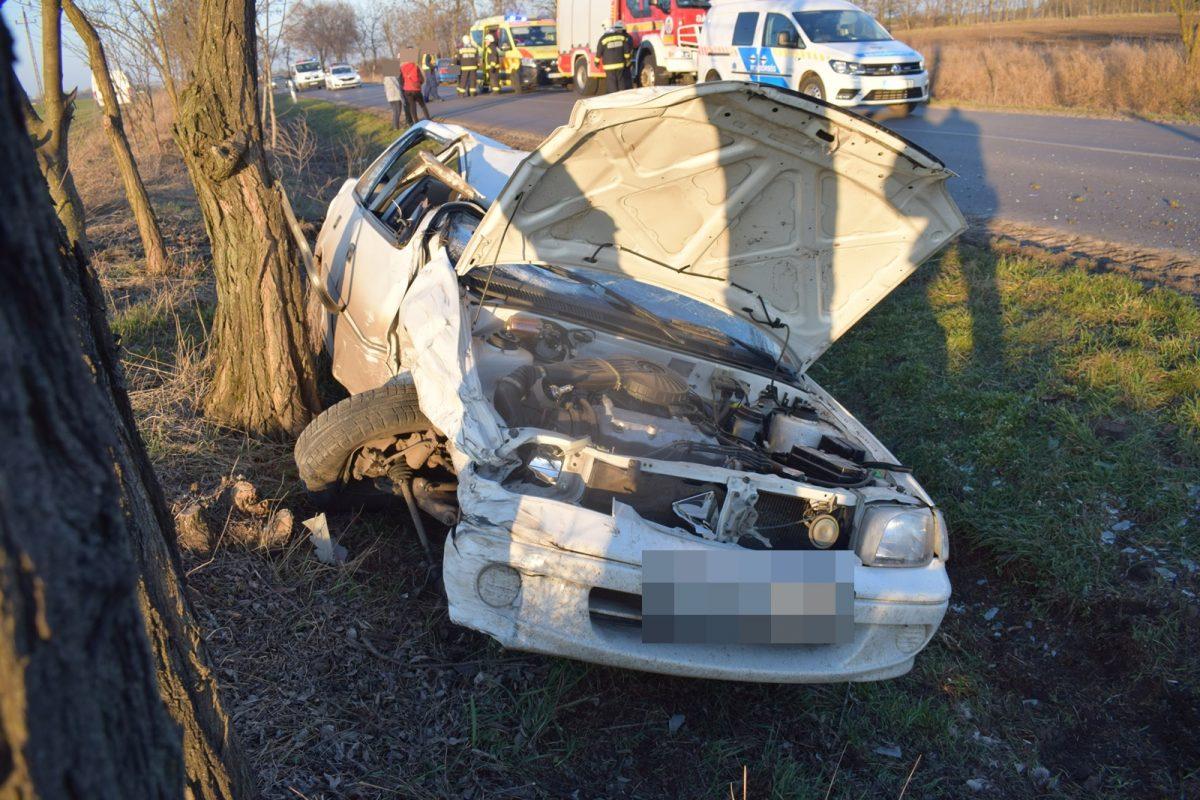 Végegyházán összeütközött és árokba csúszott két személygépkocsi