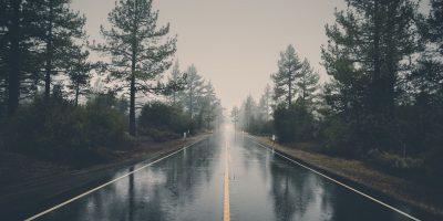 felhős, csapadék, viharos