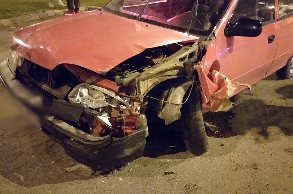 Két személyautó ütközött Békésen, a Széchenyi tér melletti úton
