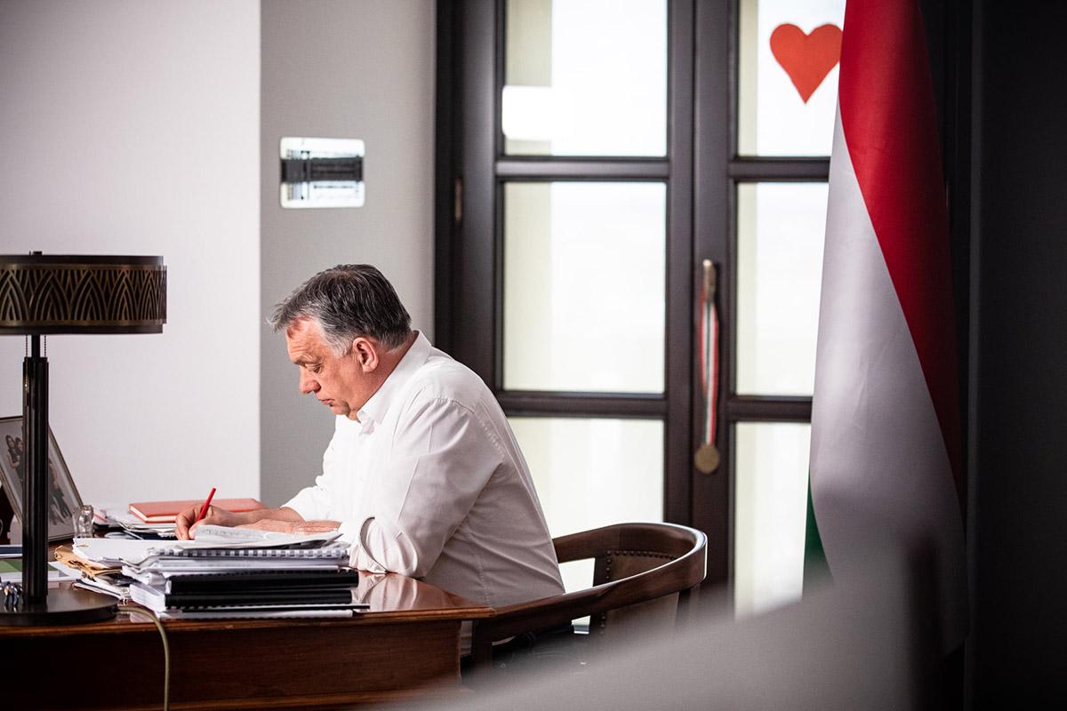 Orbán: kinyithatnak az üzletek és újraindulhatnak a szolgáltatások