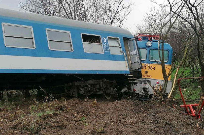 traktor ütközött vonattal