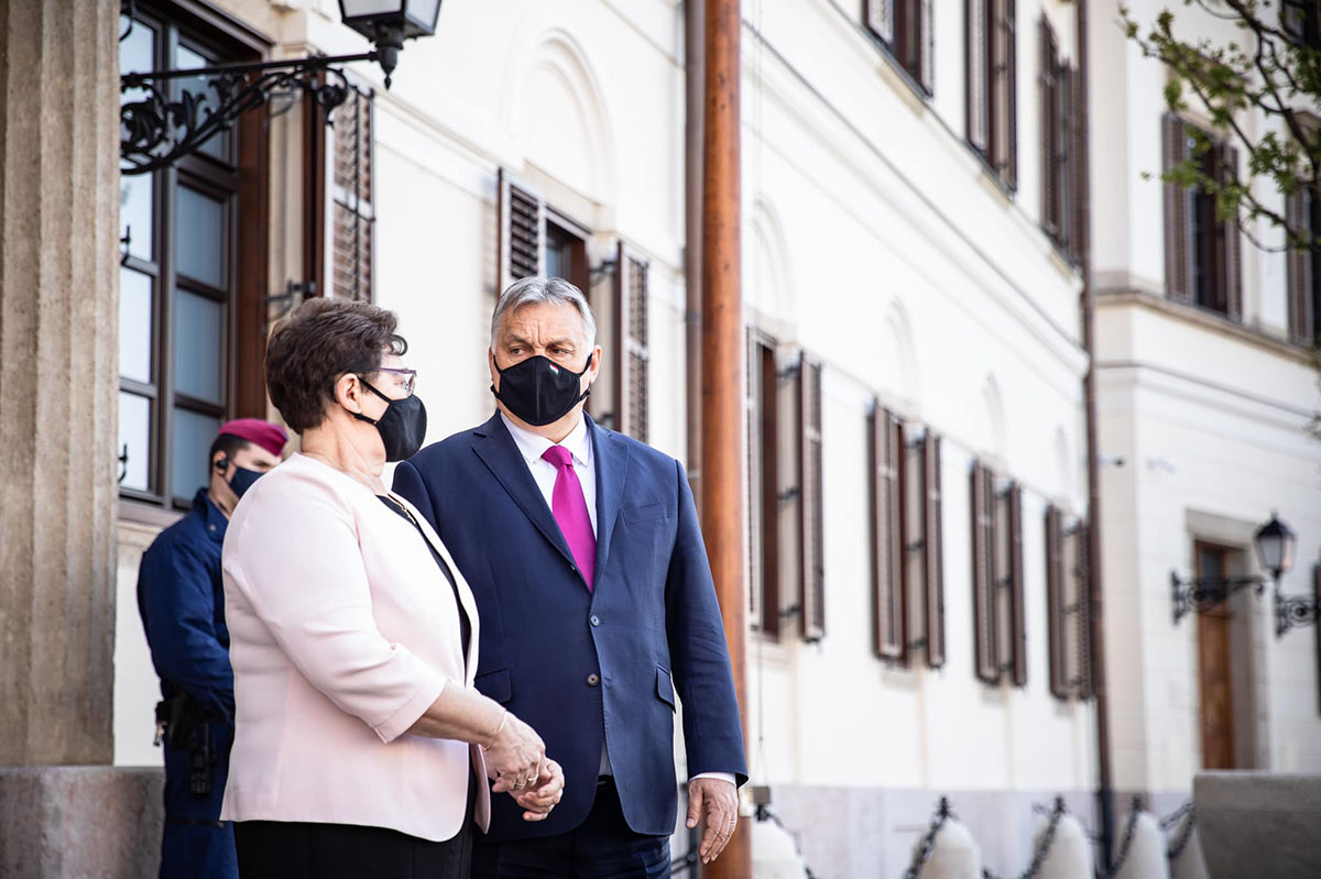 Orbán: Nem minden hős visel köpenyt