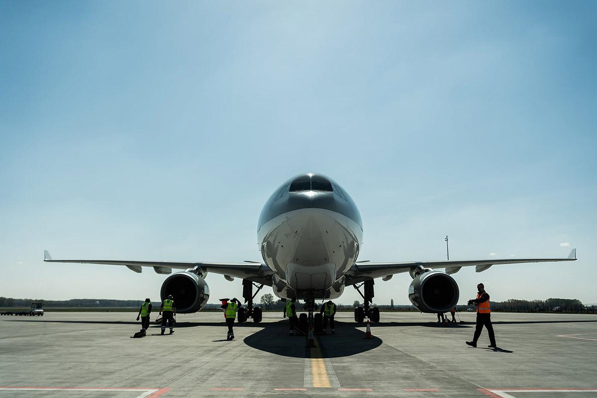 Szijjártó: újabb 400 ezer oltóanyag érkezik Kínából csütörtökön