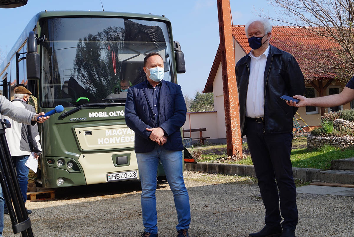 Három napra Békés megyébe érkeznek a Magyar Honvédség oltóbuszai