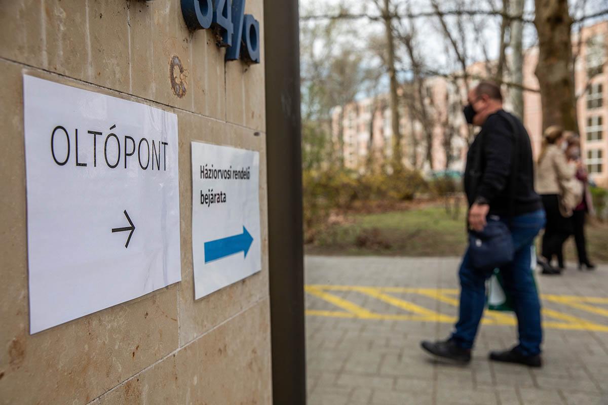 Koronavírus: 2 beteg hunyt el az elmúlt napon, 11-en vannak lélegeztetőgépen