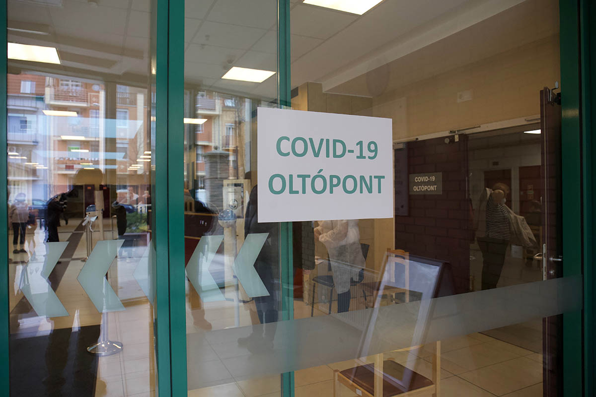 Elkezdődött az óvodai és iskolai pedagógusok soron kívüli oltása