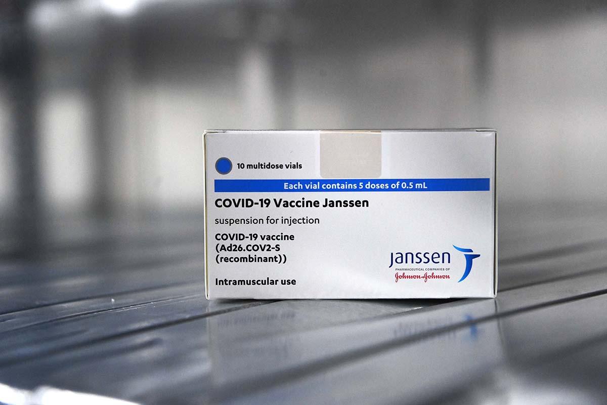 Hollandia véglegesen kivonja oltási programjából a Johnson & Johnson cég vakcináját