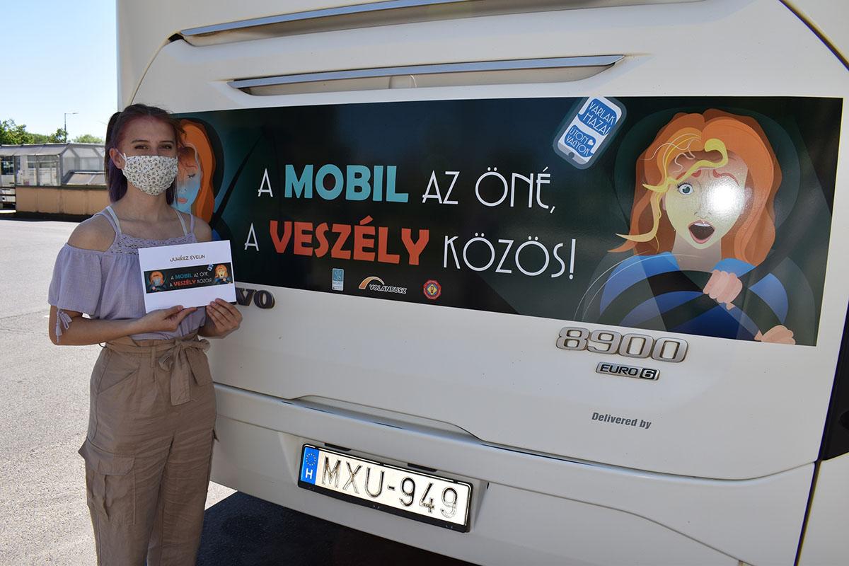 Autóbuszok hordoznak fontos baleset-megelőzési üzenetet Békés megyében