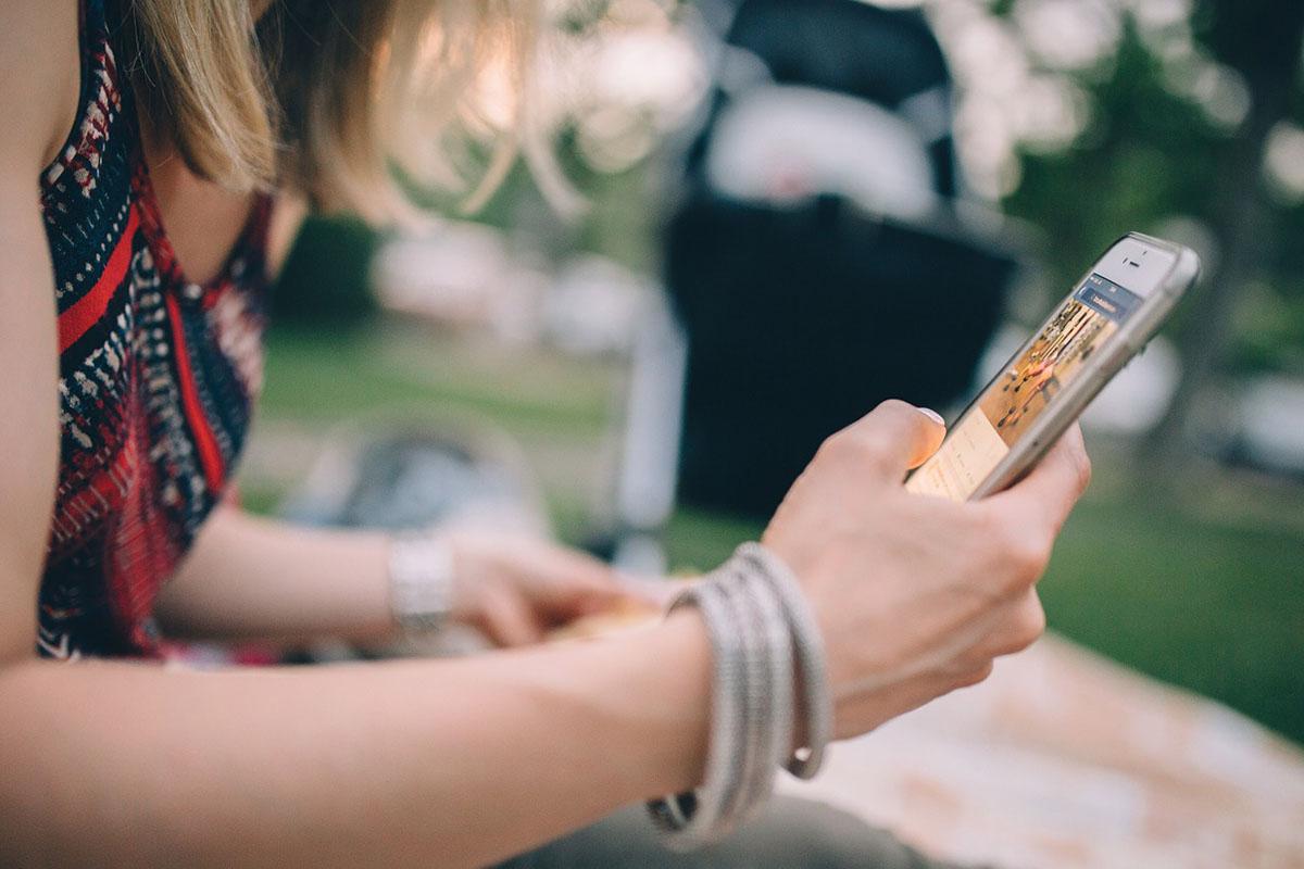 Maximális büntetést róttak ki a gyermekeket emelt díjas SMS-ek küldésére buzdító cégre