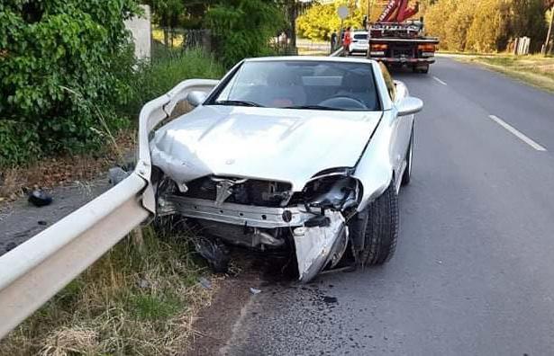 Szalagkorlátnak ütközött egy autó Gyula és Doboz között