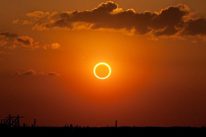 Részleges napfogyatkozás lesz csütörtökön, elő a hegesztőszemüvegekkel!