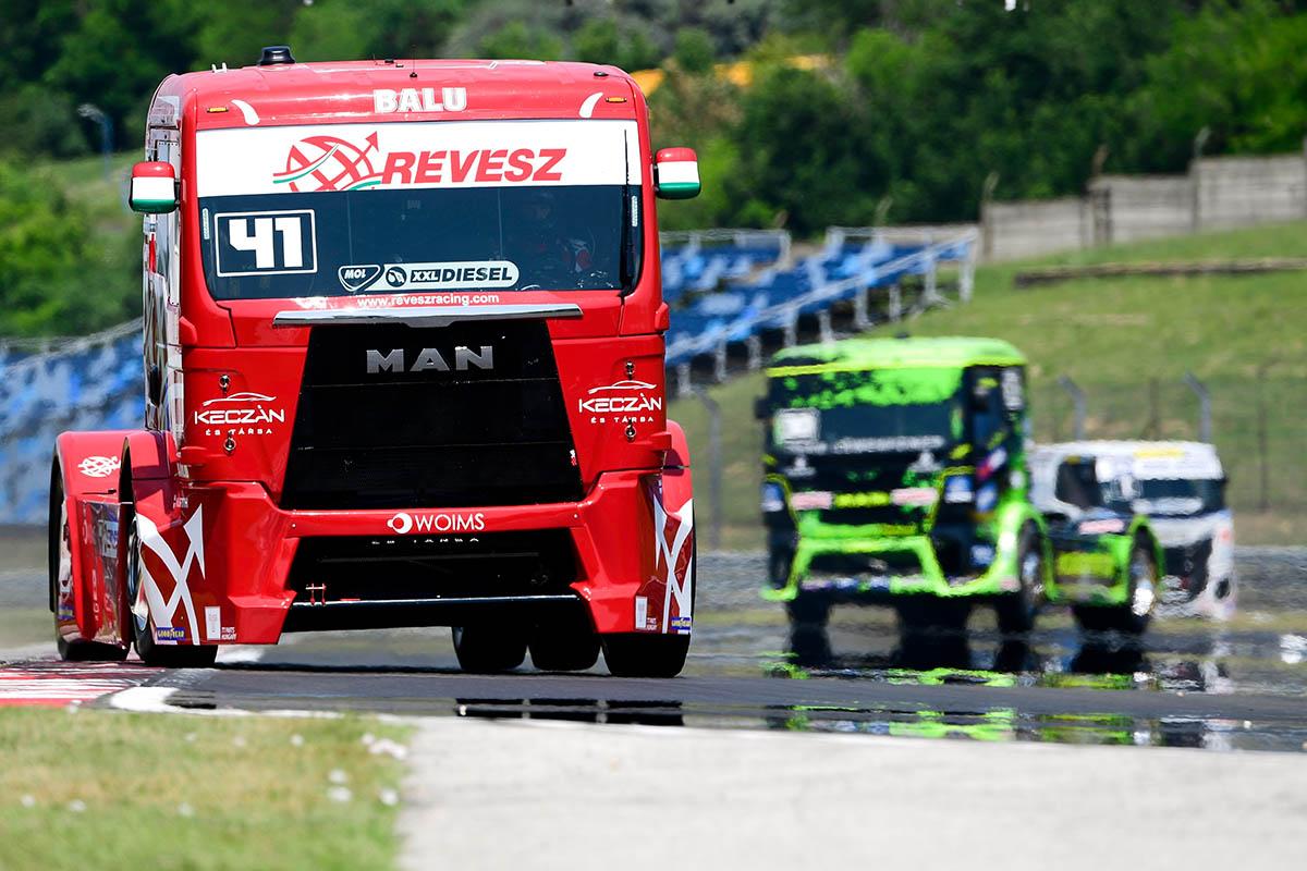 Kamion Eb: Kiss műszaki hiba miatt kiesett, Lenz nyert az első futamon