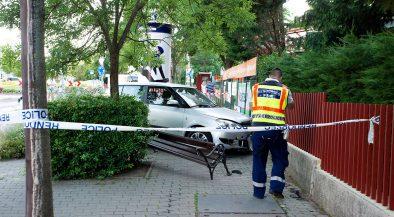 Padon ülő nőt és gyerekeit gázolta el egy autós Budapeste