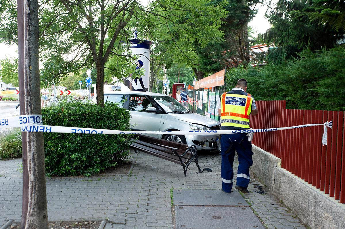 Egy nőt és két gyermeket sodort el egy autós Budapesten