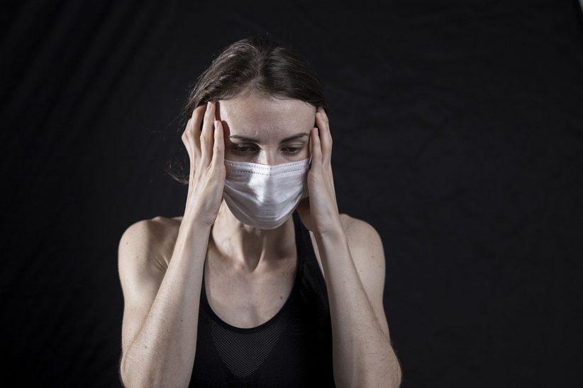 fejfájás, maszk, koronavírus