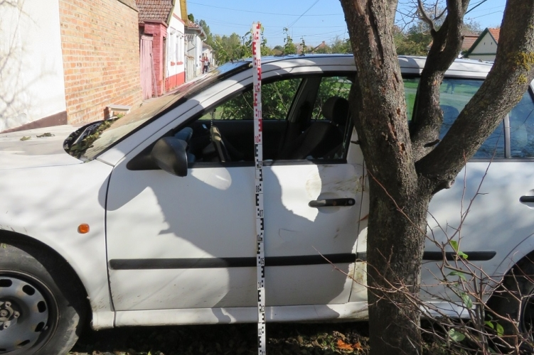 Lezárt ügy: Engedély nélkül vitte el az autót, majd fának ütközött Kétegyházán