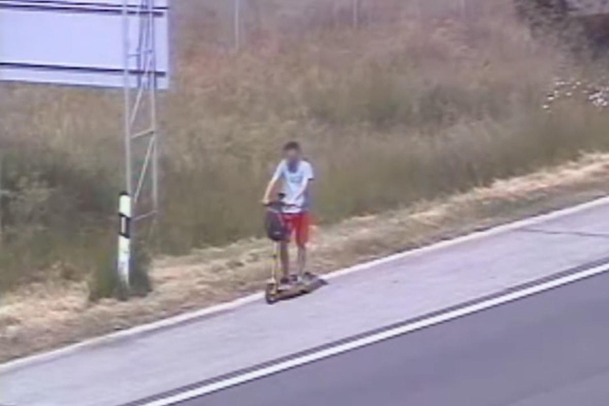 Ilyet még nem látott: rollerrel közlekedett egy férfi az M1-es autópályán