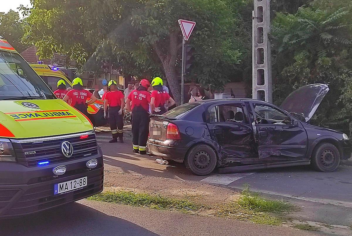 Két személyautó ütközött össze a 470-es főút békési szakaszán