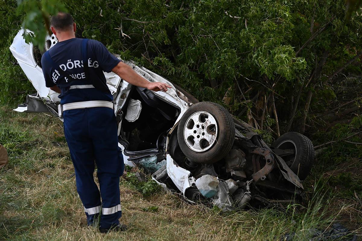 Árokba borult egy autó Tura közelében, meghalt a 19 éves sofőr