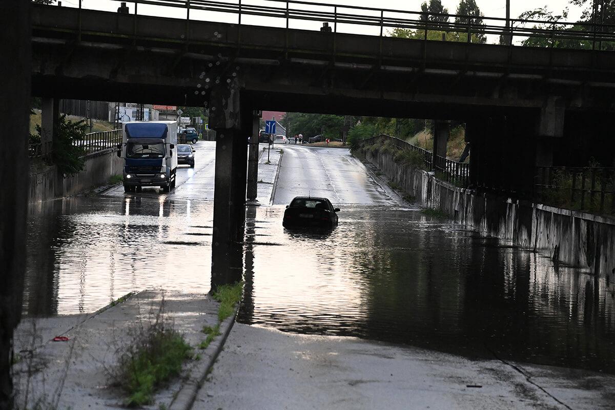 Meteorológiai szolgálat: több helyen egy nap alatt több eső hullott, mint a havi átlag