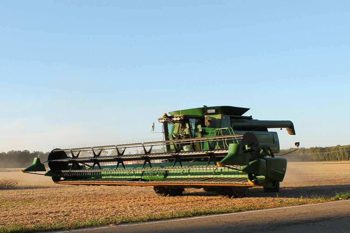Aratást végző munkagépekre figyelmezteti a közlekedőket az agrárkamara