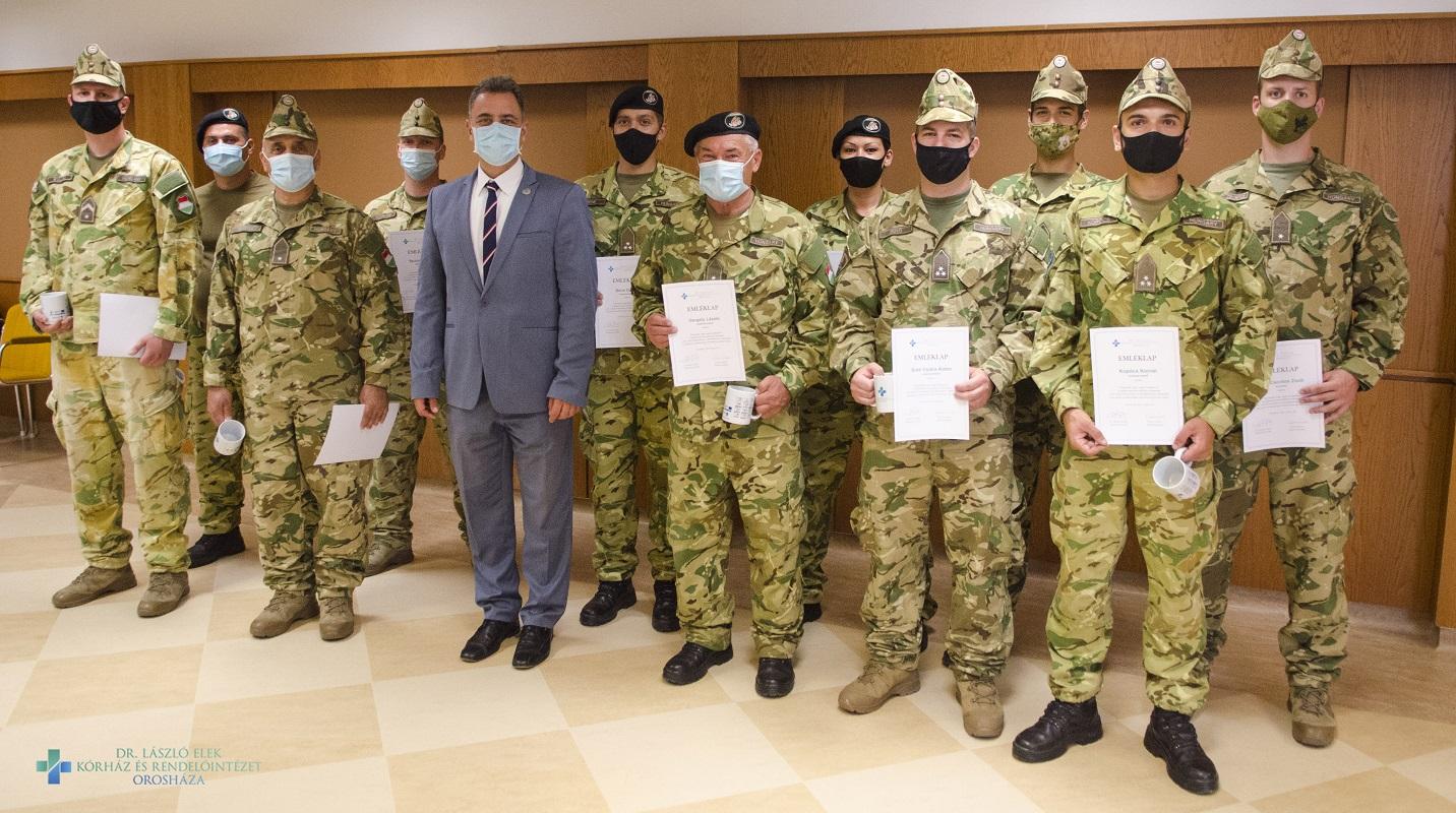Köszönet az orosházi kórházban szolgálatot teljesítő katonáknak!