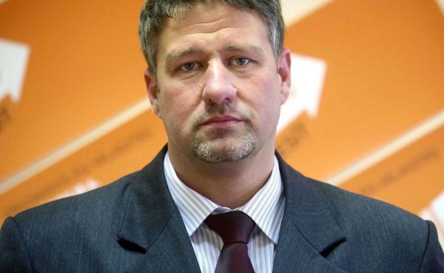 Újabb ügyben emeltek vádat Simonka György Fideszes képviselő ellen
