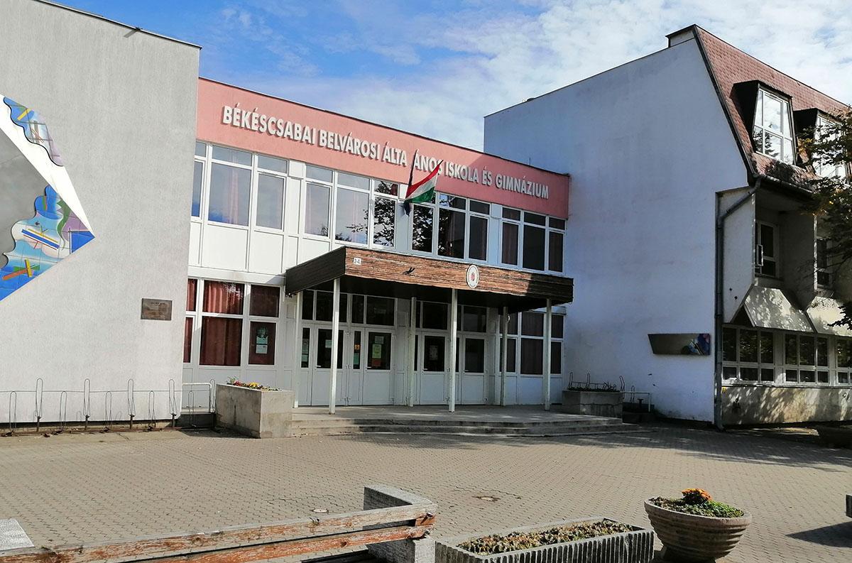 Hétfőtől kötelező a maszkviselés a Békéscsabai Belvárosi Általános Iskola és Gimnáziumban